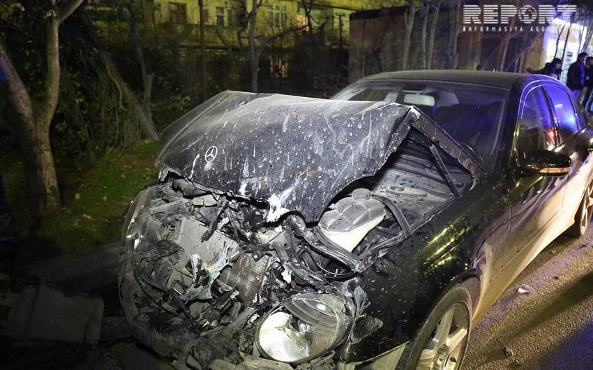 В Баку избитый за рулем водитель совершил аварию, есть пострадавшие - ФОТО - ВИДЕО - ОБНОВЛЕНО