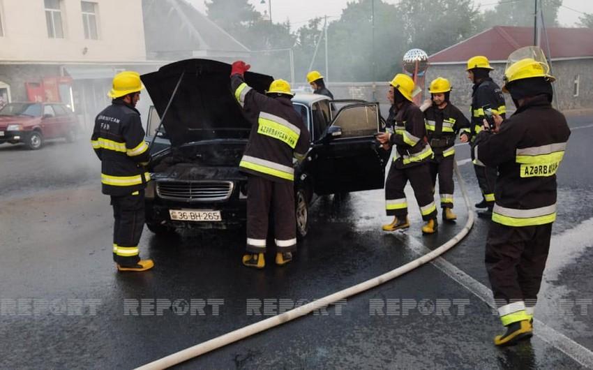 Oğuzda minik avtomobili yanıb - VİDEO