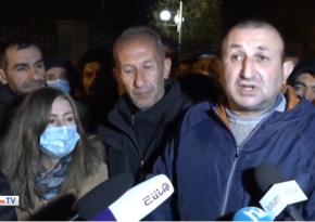 Родные армянских солдат хотят вернуть своих детей из Карабаха