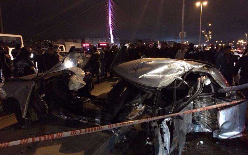 Bakıda avtomobil idarəetməni itirib, 3 ölü, 1 yaralı - FOTO