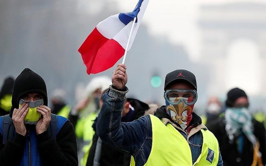 """Fransada """"sarı jiletlilər""""in aksiyası zamanı 147 nəfər saxlanılıb"""