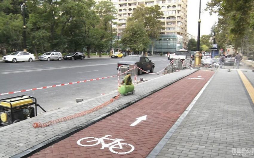 Bike lanes being laid in Baku - VIDEO