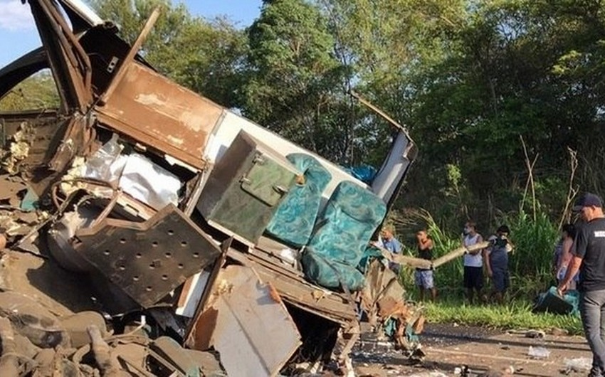 Braziliyada sərnişin avtobusu yük avtomobili ilə toqquşub, 41 nəfər ölüb