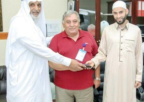 Azerbaijani pilgrim returns lost purse to its owner during Hajj