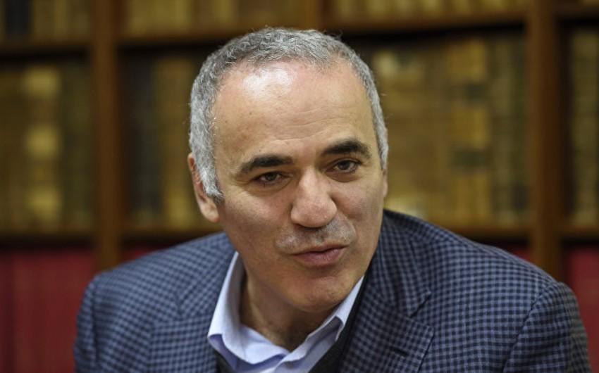 Harri Kasparov peşəkar karyerasını bərpa edir