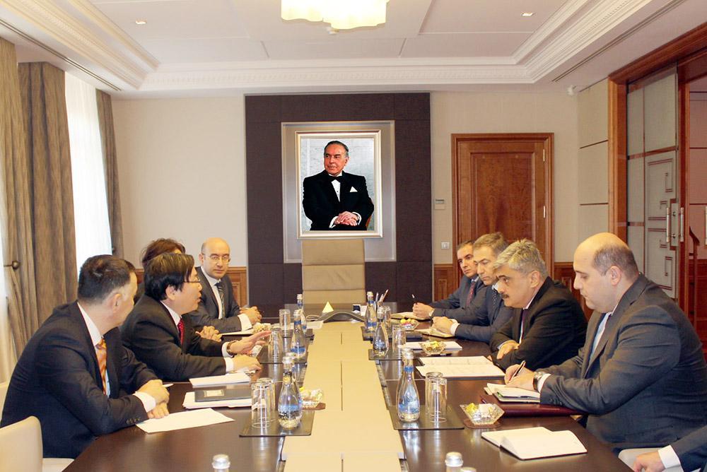 Azərbaycanın maliyyə naziri ADB-nin vitse-prezidentini qəbul edib