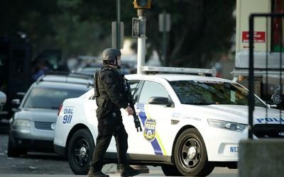 Rioters loot businesses in Philadelphia