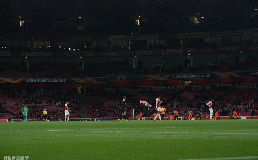 Arsenal - Qarabağ oyununda erməni azarkeş separatçı rejimin bayrağı ilə stadiona qaçıb - FOTO