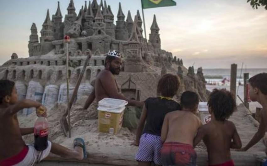 Braziliya sakini qumdan ev tikərək 22 ildir onun içində yaşayır