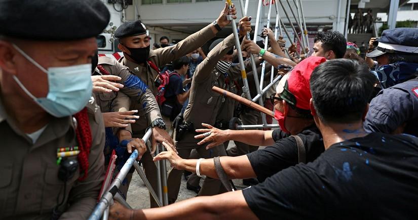 Tailandda toqquşmalar zamanı 33 nəfər xəsarət alıb