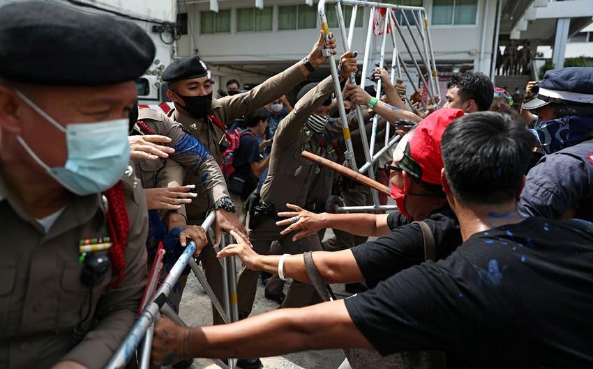В Таиланде 33 человека пострадали в столкновениях у резиденции премьера