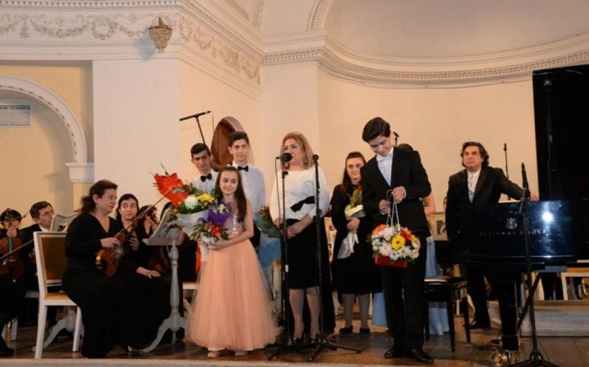 Şövkət Ələkbərova adına 20 nömrəli musiqi məktəbinin 50 illik yubileyi qeyd olunub