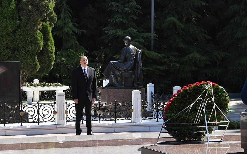 President Ilham Aliyev visited grave of national leader Heydar Aliyev