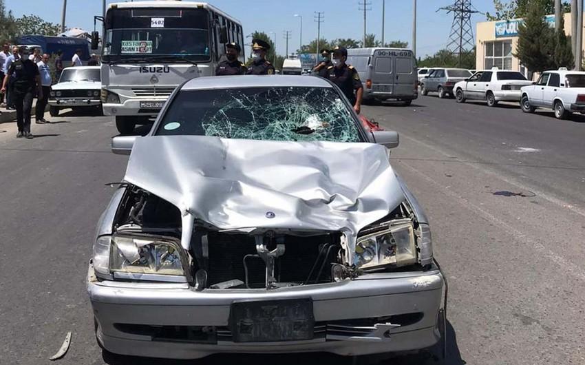 Sabirabadda avtomobil iki piyadanıvuraraq öldürüb