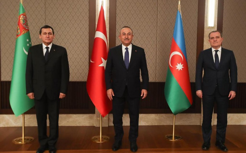 Состоялась трехсторонняя встреча глав МИД Азербайджана, Турции и Туркменистана