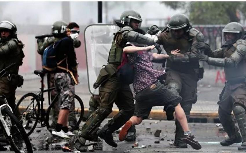 Çilidə etirazçılar Argentina səfirliyinə hücum ediblər