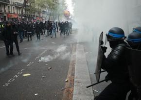 В Париже задержаны десятки участников первомайской демонстрации