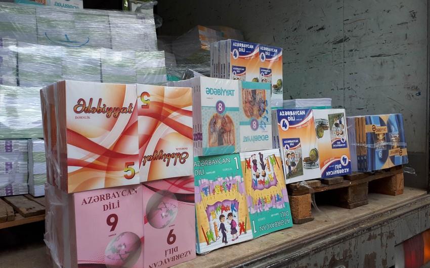 Минобразования отправило в азербайджаноязычные школы Грузии учебники - ФОТО