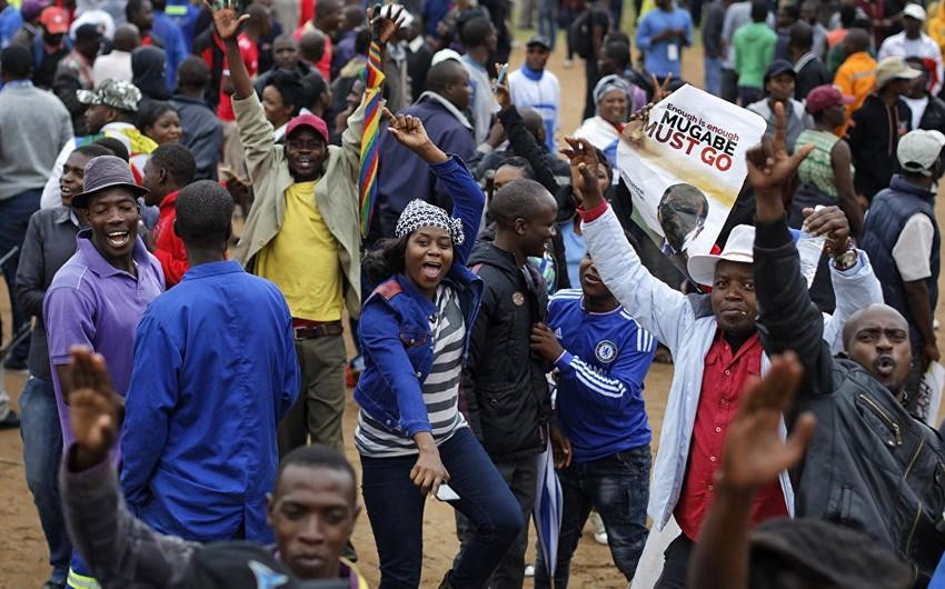 Zimbabvedə prezident və parlament seçkilərinə start verilib