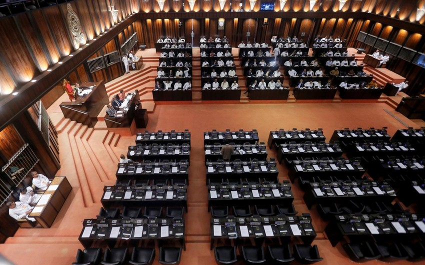 В Шри-Ланке министры лишились зарплаты
