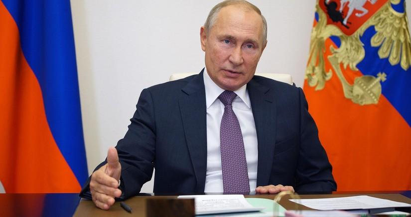 Vladimir Putin fəaliyyətini özünütəcrid rejimində davam etdirir