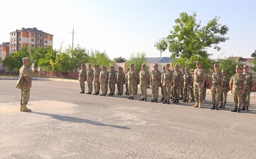 Naxçıvan Qarnizonu Qoşunlarında taqım, bölük, batareya komandirləri və müavinləri ilə toplantılar keçirilib