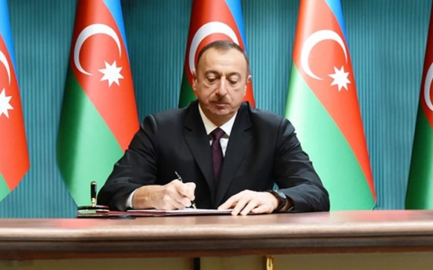 Azərbaycan Prezidenti iki nəfəri təltif edib