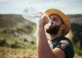 Названы напитки, которые лучше не пить в жару
