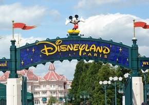 В парижском Disneyland открыли центр вакцинации от коронавируса