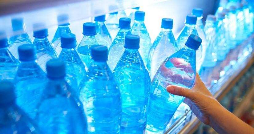 Çində 1,5 litr qazlı su içən gənc ölüb