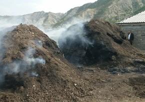 Qubanın kəndində yaşayış evi yaxınlığında ot tayaları yanır