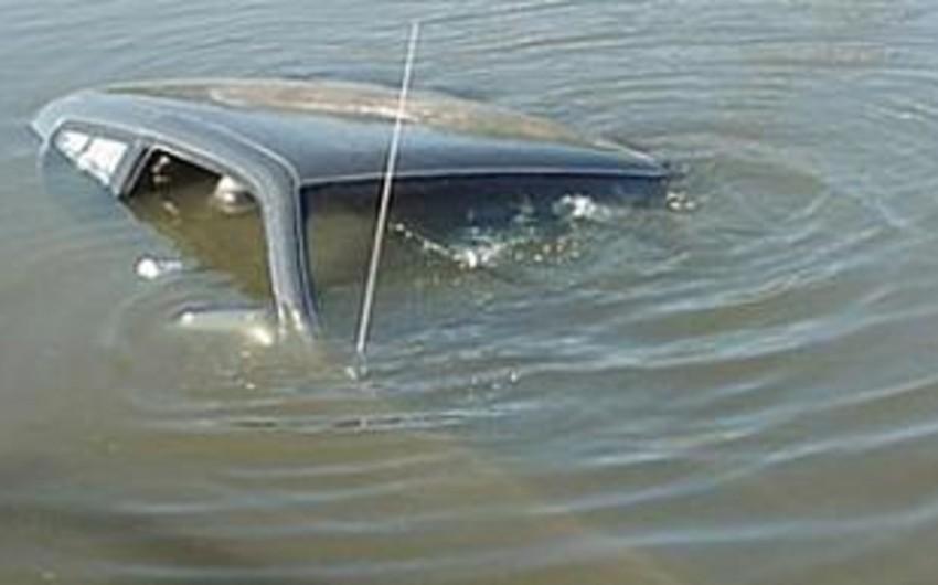 Sabirabadda maşın su kanalına aşıb, sürücü ölüb - YENİLƏNİB