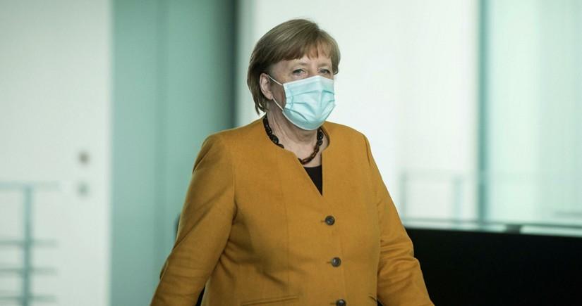 Angela Merkel Almaniya Bundestaqında dindirilib