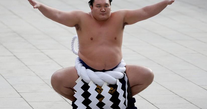 Самый титулованный борец сумо завершил карьеру