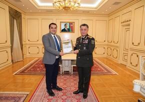 Рамиль Усубов наградил двух журналистов