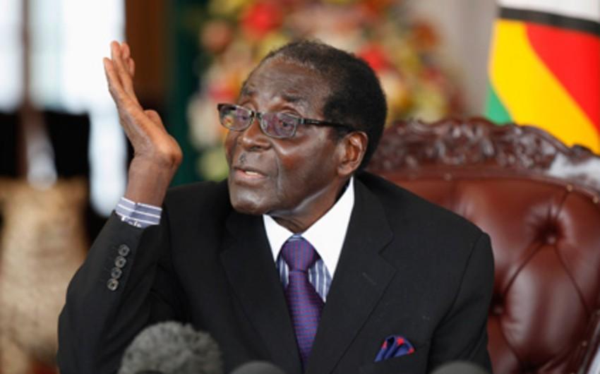 Zimbabve prezidenti son 20 ildə ilk dəfə rəsmi səfərə gedib
