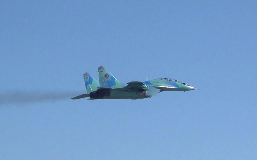 Azərbaycan Hərbi Hava Qüvvələri praktiki uçuşlar icra edir