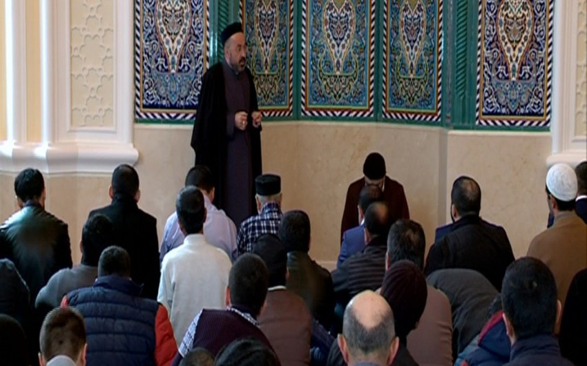 Re-opened Imamzadeh religious complex hosts first Friday prayer - PHOTOS
