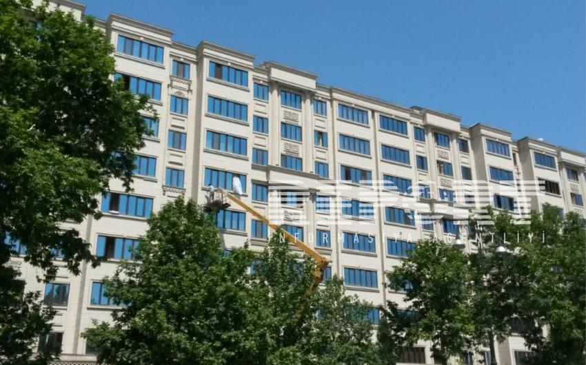 Gəncədə fasadları poliuretan materiallarla üzlənən binaların işıqlandırma sistemləri sökülür