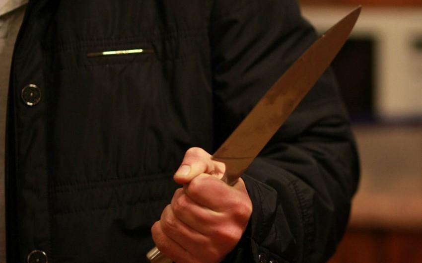 Bakıda kişi arvadını bıçaqlayıb