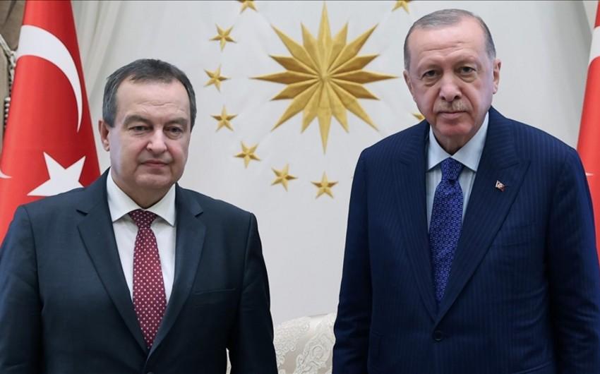 Türkiyə prezidenti Serbiya parlamentinin spikerini qəbul edib