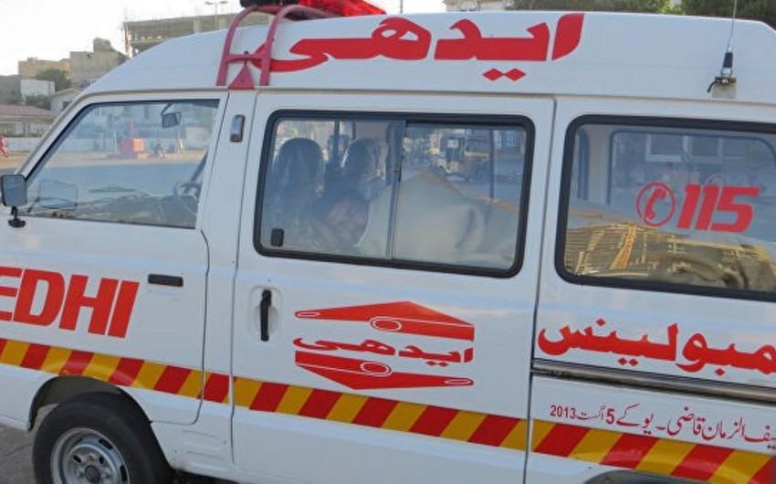 Pakistanda avtobus yanıb, 8 sərnişin ölüb, 4-ü yaralanıb