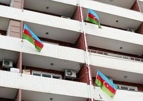 Баку украшен государственными флагами