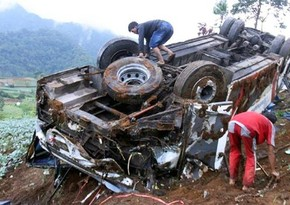 Nikaraquada yük avtomobili dərəyə aşıb, 16 nəfər ölüb