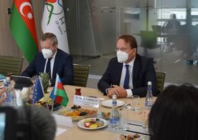 Еврокомиссар: ЕС готов инвестировать в различные проекты в Бакинском порту