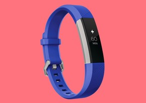 """""""Google"""" fitnes qolbağı istehsalçısı """"Fitbit""""in alışını tamamlayıb"""