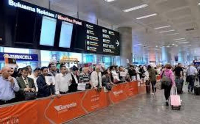 В аэропорту Стамбула начали штрафовать за таблички