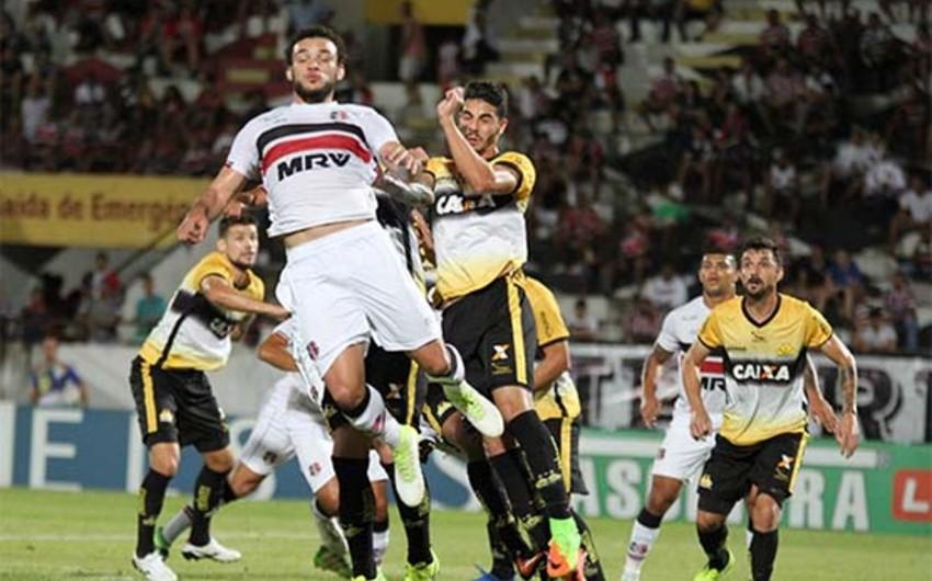 Бразильский футболист пострадал, отмечая забитый гол - ВИДЕО