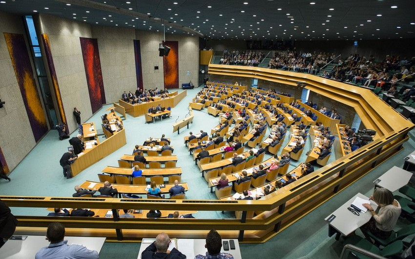 Niderland parlamenti baş nazirə etimadsızlıq təklifini dəstəkləmədi