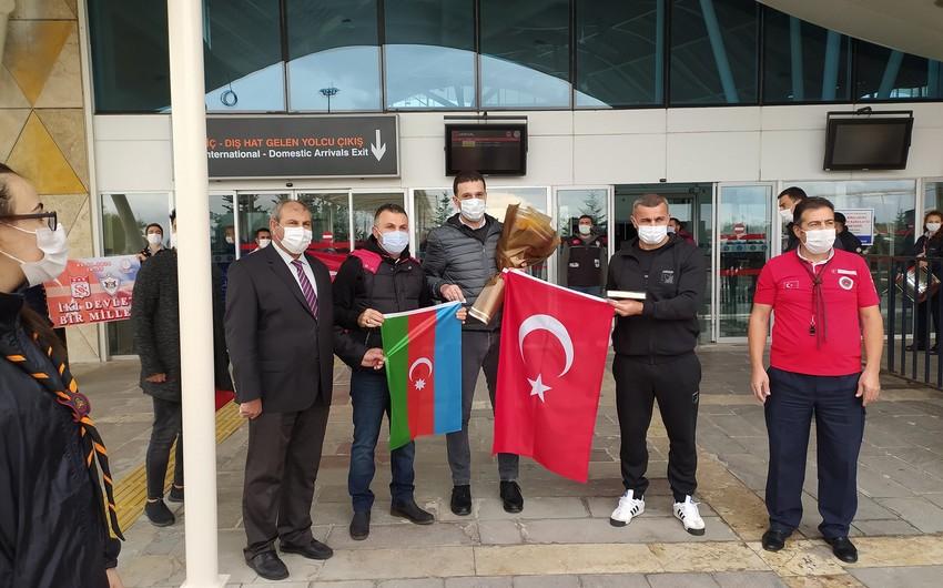 Qarabağ Sivasda Dövlət Himni və gül-çiçəklə qarşılandı